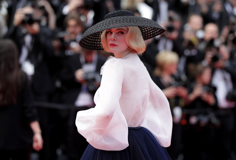 """Elle Fanning ist bei der Filmvorführung von """"Once Upon A Time In Hollywood"""" kaum wiederzuerkennen."""