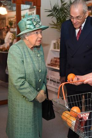 Queen Elizabeth besucht den Nachbauch eines originalen Sainsbury-Geschäft im Covent Garden in London. Die Supermarktkette feiert ihr 150. Jubiläum in Grossbritannien.