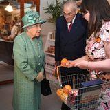 Queen Elizabeth besucht den Nachbaueines originalen Sainsbury-Geschäft im Covent Garden in London. Die Supermarktkette feiert ihr 150. Jubiläum in Grossbritannien.