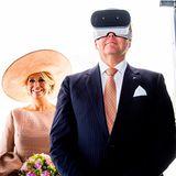 """22. Mai 2019  Neugierig: Prinz Willem-Alexander probiert beim Besuch des """"Volucap Studios"""" derMediaTech Hub Potsdam-Babelsberg eine VR-Brille aus."""