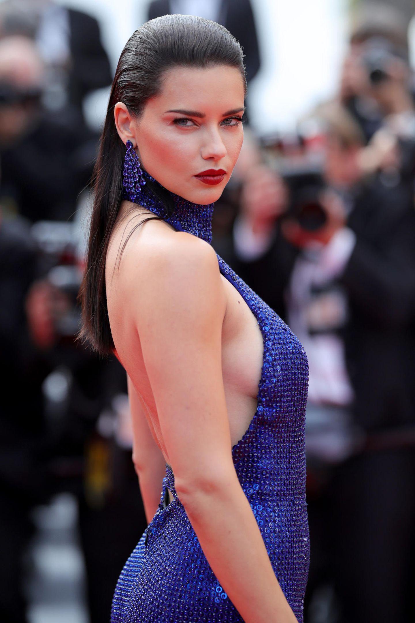 """""""Victoria's Secret""""-Model Adriana Lima weiß ganz genau, wie man mit der Kamera spielt."""