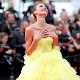 ModelFernanda Liz genießt die Aufmerksamkeit in Cannes.