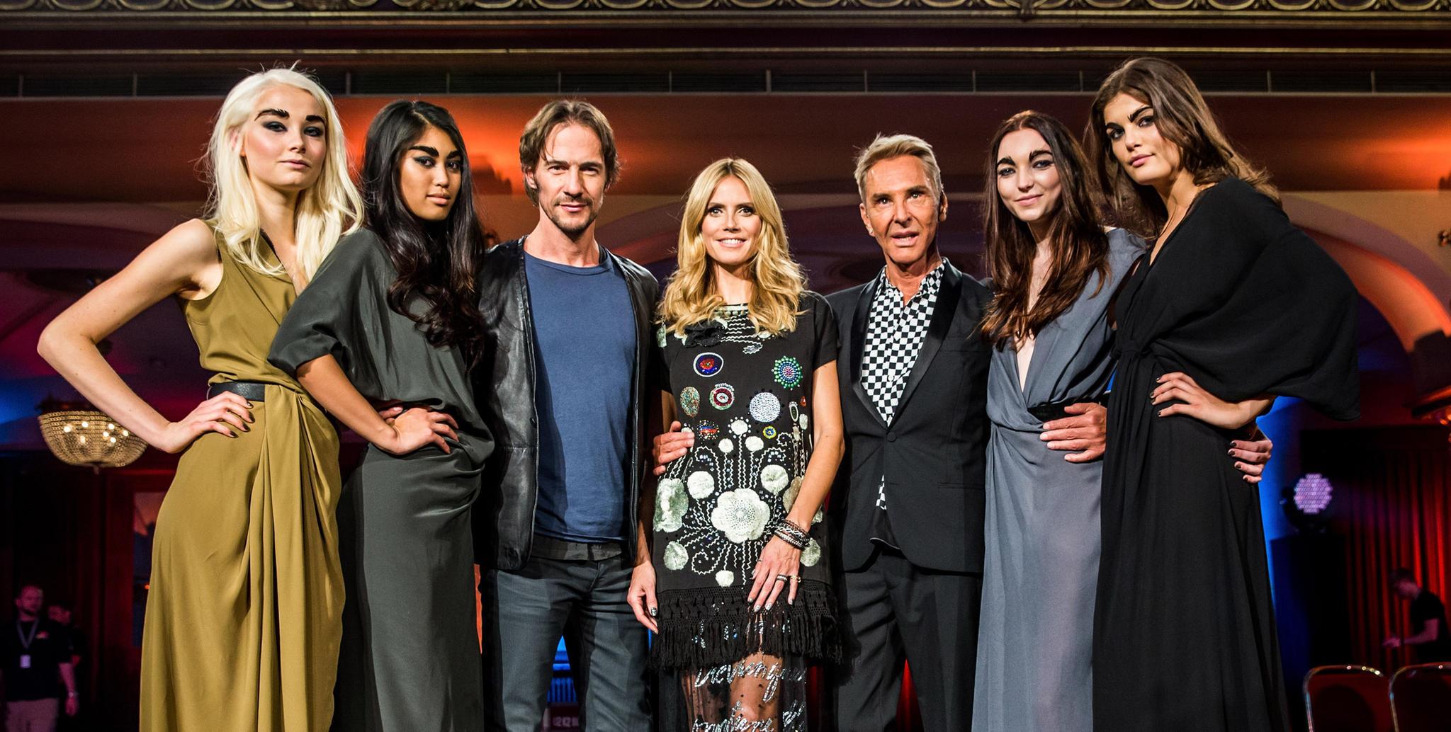 Im Mai 2015 findet in New York das zweite, viel kleinere Finale der 10. Staffel von GNTM statt. Im Studio sind lediglich die Kandidatinnen, die dreiköpfige Jury und die Familien und Freunde von Vanessa Fuchs und Co.