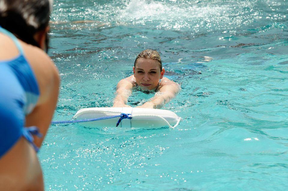 Als ehemalige Profischwimmerin begibt sich Fürstin Charlène immer noch gerne ins kühle Nass.