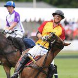 Harry ist ein echter Sport-Prinz, er spielt nicht nur gerne Polo, sondern hält sich vielseitig fit.