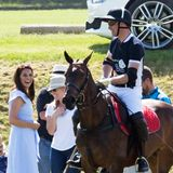 Die Liebe für das Polospiel ist Prinz William in die Wiege gelegt worden. Und seine Frau Herzogin Catherine erfreut sich daran, ihn bei diesem dynamischen Sport zu Pferde beobachten zu können.