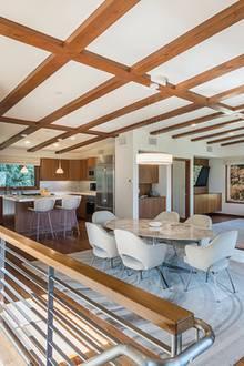 """Auch abseits von New York hat sich """"Sex And The City""""-Star Kristin Davis ein luxuriöses Zuhause erschaffen. In Los Angeles lebte die Schauspielerin über 20 Jahre lang in einer traumhaften Villa, nun hat sie sich ein größeres Heim direkt in der Nachbarschaft zugelegt."""