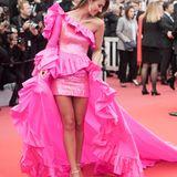 Bei Lorena Rae scheint das 80's-Fever ausgebrochen. Ihr Kleid von Rami Kadi ist ein schriller Flashback in die Zeit der Pailletten und Rüschen.