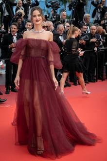 Ganz zauberhaft zeigt sich Izabel Goulart in einem Tülltraum von Valentino.