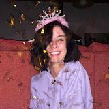 23. Mai 2019  Wie ein Honigkuchenpferd mit Konfetti und Krönchen strahlt Lena Meyer-Landrut. Schließlich hat sie heute Geburtstag, und dazugratulieren wir ganz herzlich!