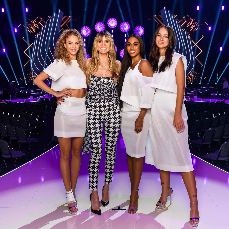 Modelmama Heidi Klum mit ihren Finalistinnen
