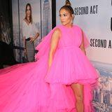 """Was! Für! Ein! Kleid! Zur Premiere von """"Second Act"""" im Dezember 2018 erschien Schauspielerin Jennifer Lopez in einer ähnlichenTüllrobe von Designer Giambattista Valli."""