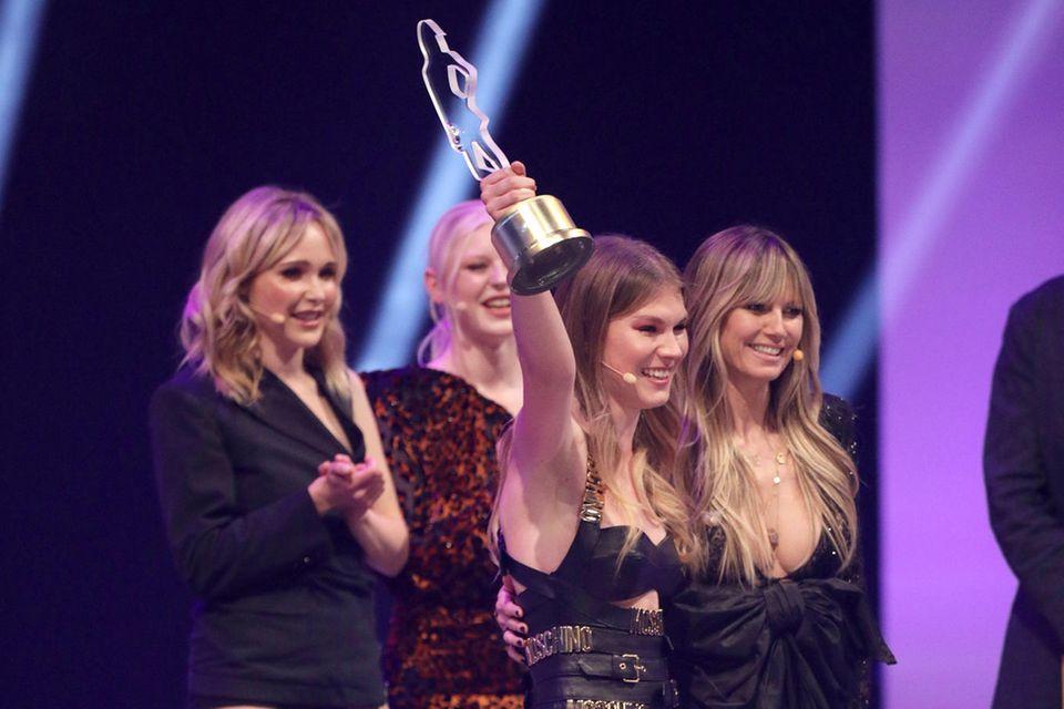 "Tatjana gewinnt den ""Best Personality Award"" im Finale von ""Germany's Next Topmodel"""