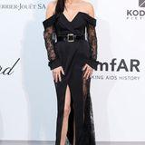 Einen Hauch der Achtziger bringt Adriana Lima im schwarzen Spitzendress mit Gürtelauf den Red Carpet.
