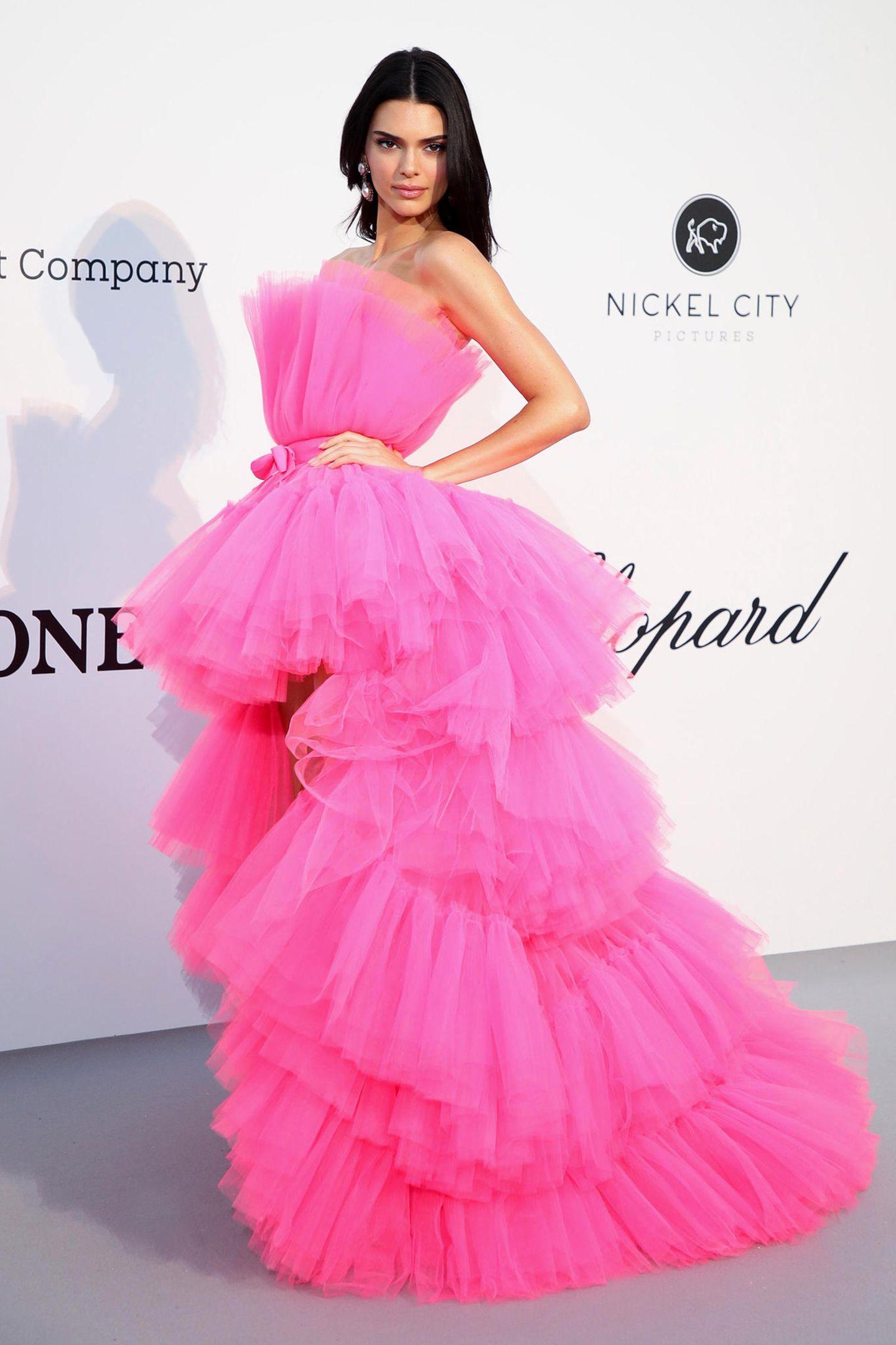 Im pinkfarbenen Tülltraum ist Kendall Jenner ein echtes Highlight bei der amfAR-Gala. Das Kleid stammt aus der Kollaboration von Star-Designer Giambattista Valli mit H&M.