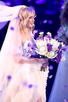 Theresia Fischer heiratete ihren Verlobten Thomas live im ISS Dome