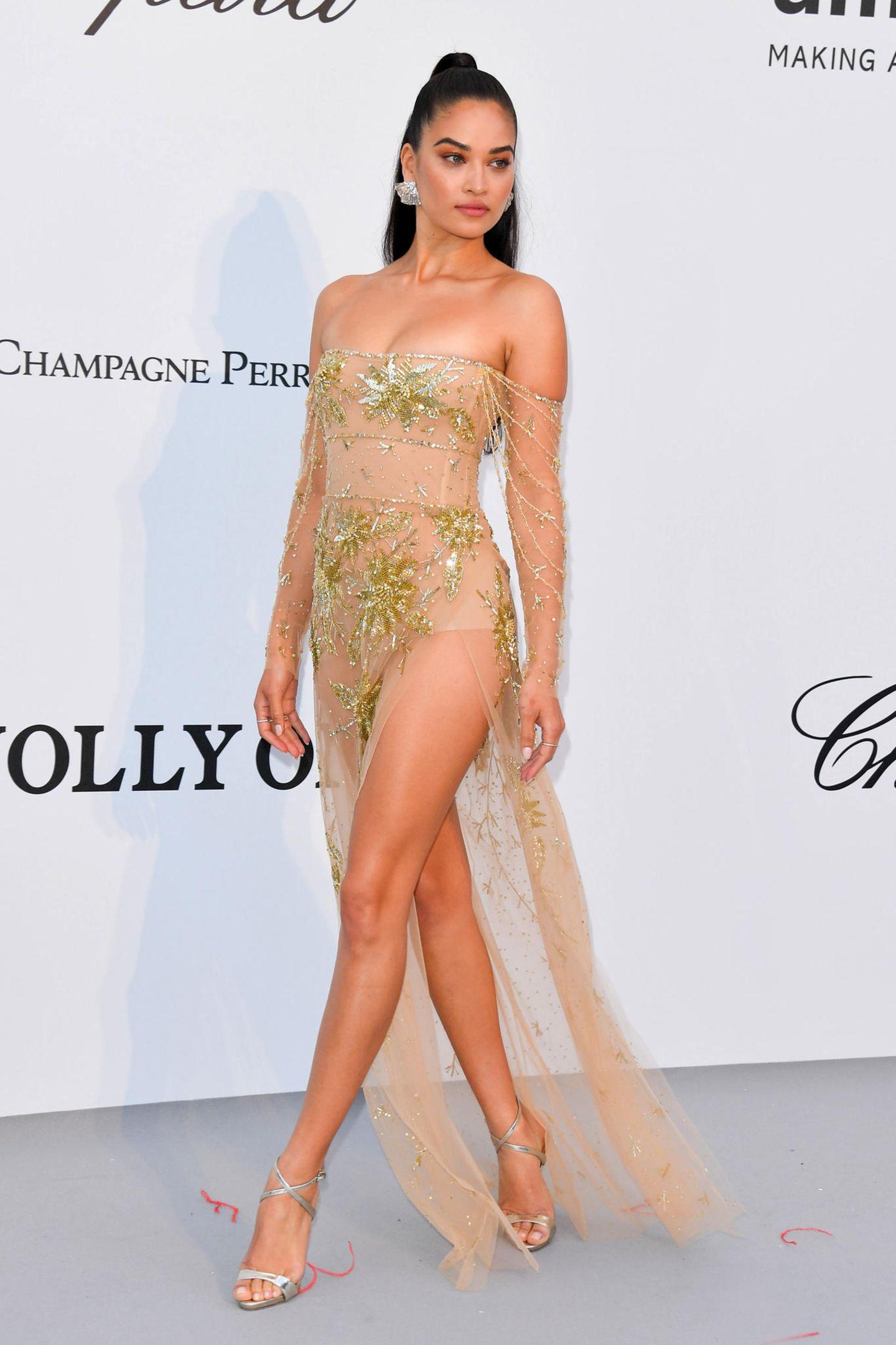 Topmodel Shanina Shaik zeigt ganz viel Haut.