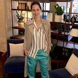 Ana Ivanovic und Bastian Schweinsteiger nehmen sich ganz bewusst Zeit füreinander und machen regelmäßige Date-Nights. In einer Seidenhose und einer weiten, gestreiften Bluse in Kombination mit einem leichten Trenchcoat, zeigt sie sich am 2. Mai auf Instagram. Heute, am 24. Mai, verkündet Ana auf Instagram, dass sie zum zweiten Mal Mutter wird. Dieses Outfit, nur wenige Wochen vor der Verkündung, kaschierte geschickt einen kleinen, wachsenden Babybauch.