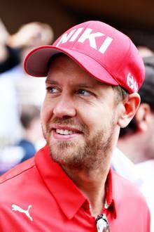 Neben Lewis Hamilton erweist natürlich auch Sebastian Vettel seine letzte Ehre gegenüber Niki Lauda.