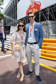 Alexandra kommt aber nicht allein. Hand in Hand mit ihrem Freund,Ben Sylvester Strautmann, erkundet sie den Circuit de Monaco.