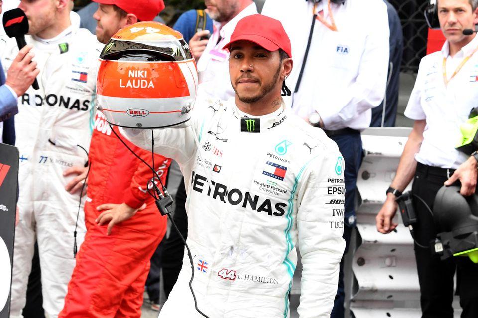 Lewis Hamilton trägt sogar einen Helm mit dem Namen der verstorbenen Formel-1-Legende.