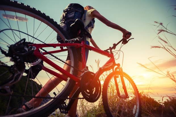 Le vélo maintient vos jambes tendues et aide à prévenir la cellulite
