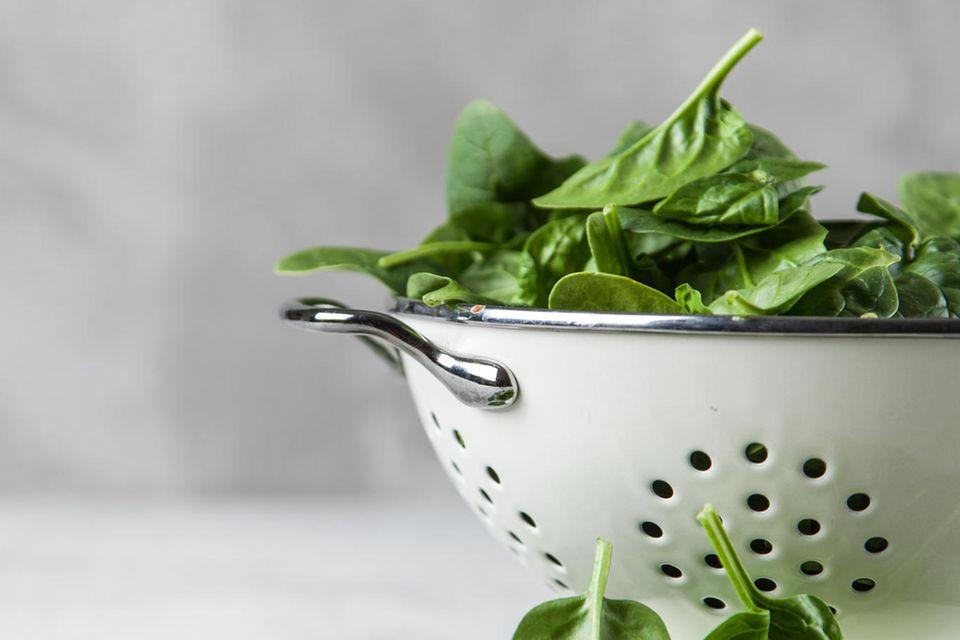Spinat kann zur Verbesserung des Hautbildes beitragen
