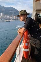 26. Mai 2019  Ob sich Robbie Williams, wie im Instagram-Kommentar behauptet, wirklich gerade ein Boot gekauft hat, könnte man durchaus mit Augenzwinkern lesen. Der Höhe nach zu urteilen, befindet er sich eher auf einem Kreuzfahrtschiff und hat dabei einen fantastischen Blick auf die Skyline von Monte-Carlo, wo gerade der Formel-1-Grand-Prix stattgefunden hat.