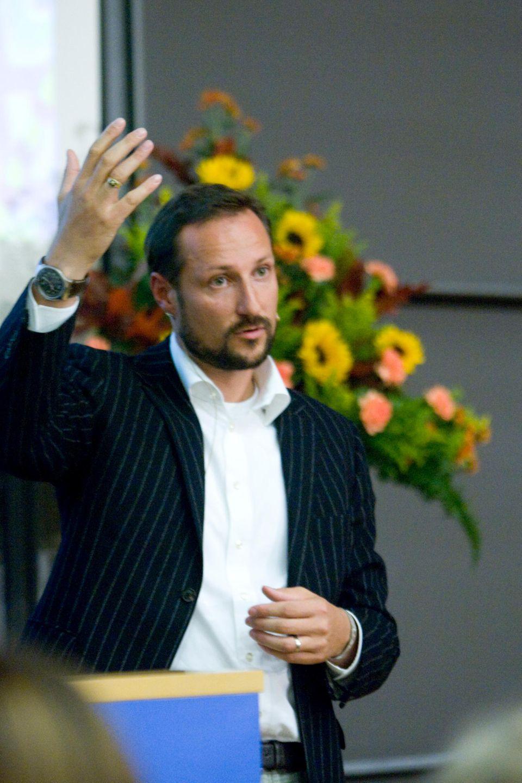 Ein Kronprinz mit Visionen: Haakon hält an der Uni einen Vortrag über Umwelt- und Biowissenschaft.
