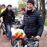 """Im Rahmen der """"Earth Hour"""" geht's heute statt mit dem Auto mit dem Fahrrad zur Arbeit. Prinzessin Mette-Marit macht mit und radelt zum Osloer Schloss."""