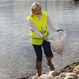 Prinzessin Mette-Marit sammelt in Sandefjord Müll.