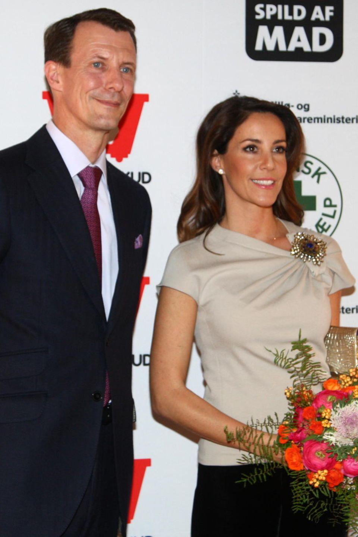 Prinz Joachim und Prinzessin Marie sind vom Umweltministerium und von der dänischen Volkshilfe bei einemCharity-Dinner gegen die Verschwendung von Lebensmitteln eingeladen.