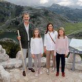 Das spanische Königspaar König Felipe und Königin Letizia zeigt seinen Töchtern Prinzessin Sofia undPrinzessin Leonor die Provinz Asturien. Ein Drittel der wilden Landschaft steht unter Naturschutz.