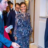 Nur knapp einen Monat später trägt Kronprinzessin Victoria das Kleid erneut. Beim Empfang im italienischen Kulturinstitut im Rahmen des Staatsbesuchs des italienischen Präsidenten in Schweden kombiniert Victoria jedoch andere Ohrringe zu diesem Look.