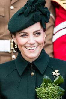 Herzogin Catherine trägt die Kleeblatt-Brosche seit 2011 jedes Jahr am St. Patrick's Day.