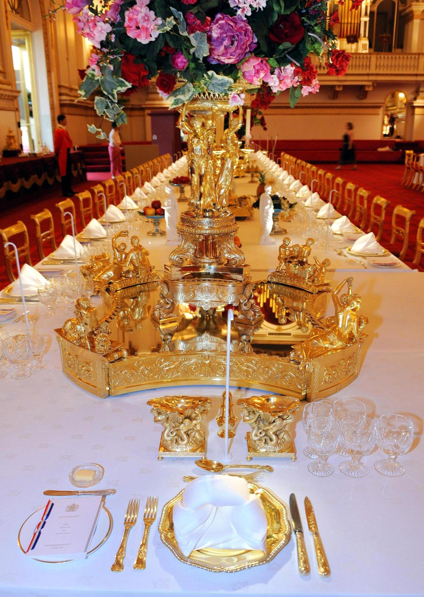 Dekorierter Tisch für ein Staatsbankett im Buckingham Palast