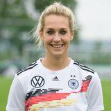 Lena Goeßling   Position:Abwehr  Verein: VFL Wolfsburg  Beruf: Abgeschlossene Ausbildung zur Einzelhandelskauffrau/Sportsoldatin