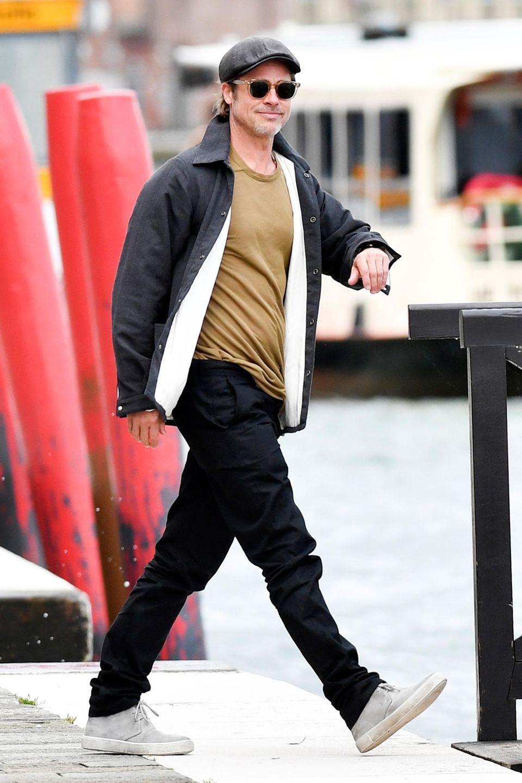 """28. Mai 2019  Endlich wieder Brad! Nachdem sich der Hollywood-Star schon bei der Premiere seines neuen Films """"Once Upon a Time in Hollywood"""" in Cannes gezeigt hatte, ist er nun nach Venedig weitergezogen, um seiner großen Leidenschaft nachzugehen: Kunst sammeln. Während der Promo-Tour für den 9. Tarantino-Streifen sehen wir Brad hoffentlichdann wieder häufiger."""