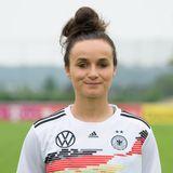 Lina Magull   Position: Mittelfeld/Sturm  Verein: FC Bayern München  Beruf: Abgeschlossene Ausbildung als Bürokauffrau, demnächst Studium der Ernährungsberatung