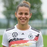 Lena Sophie Oberdorf   Position:Mittelfeld/Sturm  Verein: SGS Essen  Beruf: Schülerin auf dem Gymnasium
