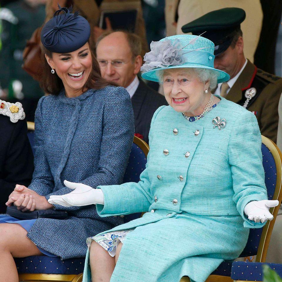 Herzogin Kate + Queen Elizabeth