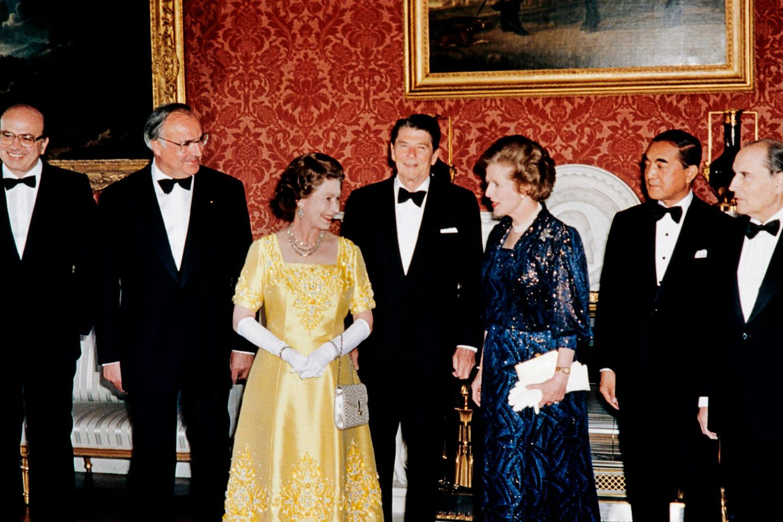 V.l.n.r.: Bettino Craxi, Helmut Kohl, Queen Elizabeth, Ronald Reagan, Margaret Thatcher,Yasuhiro Nakasone,François Mitterrand