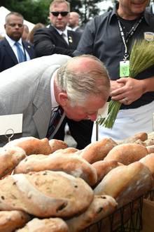 Prinz Charles begutachtet Brot