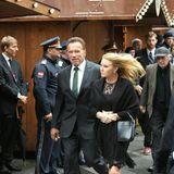 Hoher Besuch aus Hollywood: Schauspieler Arnold Schwarzenegger ist in Begleitung seiner Freundin Heather Milligan angereist, um die Trauerrede zu halten.