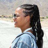 Sängerin Christina Milian hatsich für das Wüstenfestival Coachellaeng am Kopf geflochtene Zöpfe, sogenannte Corn Rows, stylen lassen.