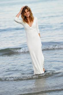 Vittoria Puccini trug ein weißes Sommerkleid bei m Venice Film Festival.
