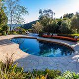 Von einem der ingesamt zwei Swimmingpools hat man einen traumhaften Blick über das schöne Malibu.