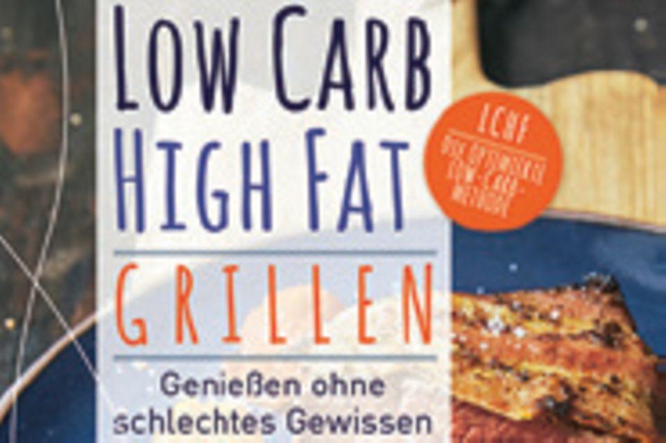 """Leicht, gesund und so köstlich – das sind die angesagten BBQ-Rezepte von Köchin und Ökotrophologin Susanne Cremer. Ob Whisky-Rib-Eye-Steak oder Kokosmakrelenfilets – alles ist möglich, und das schlechte Gewissen kann drinnen bleiben! (""""Low Carb, High Fat. Grillen"""", Christian Verlag, 160 S., 19,99 Euro)"""