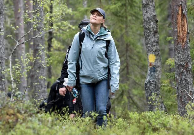Sportlich, sportlich: Prinzessin Victoria hält sich mit ausgedehnten Wanderungen wie hier durch die Provinz Medelpad, Schweden,fit.