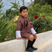 27. Mai 2019  Endlich hat das Königshaus von Bhutan ein neues Foto vom kleinen Drachenprinzenherausgegeben, und wir können nur staunen, wie groß der dreijährige Thronfolger Jigme Namgyel schon geworden ist!